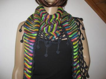 Dreieckstuch, Schaltuch, schwarz-bunt aus handgefärbter Wolle, gestrickt und gehäkelt, Schal, Stola