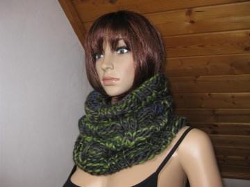 Schlauchschal, Rundschal, Loop, Schal, gestrickt in schönen Farben aus weicher Wolle - Handarbeit kaufen