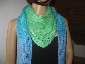 Dreieckstuch, Schaltuch aus handgefärbter Wolle mit langem Farbverlauf, gestrickt, Schal, Stola - Handarbeit kaufen