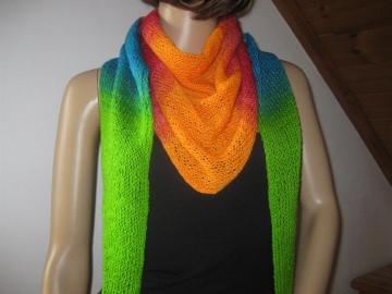 Dreieckstuch, Schaltuch aus handgefärbter Wolle mit langem Farbverlauf, gestrickt