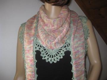 Dreieckstuch, Schaltuch aus handgefärbter Wolle mit Baumwolle, gestrickt und gehäkelt, Schal, Stola