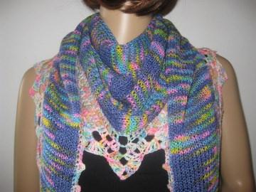 Dreieckstuch, Schaltuch aus handgefärbter Wolle mit Baumwolle, gestrickt und gehäkelt, Schal, Stola - Handarbeit kaufen