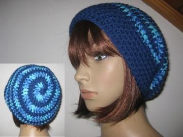 Mütze im Spiral-Design gehäkelt, blau und blau-türkis meliert, Beanie, Häkelmütze