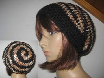 Mütze im Spiral-Design gehäkelt, schwarz und braun meliert, Beanie, Häkelmütze