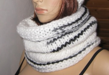 Schlauchschal, gestrickt aus traumhaft weicher Wolle, Loop, Schal - Handarbeit kaufen