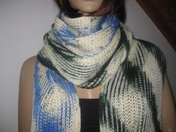Ausgefallener extralanger Schal, gestrickt, in auffälligen Farben, Stola