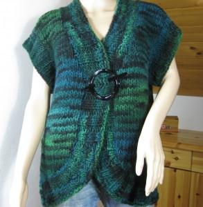 Ausgefallene Weste, gestrickt aus weicher Wolle in wunderschönen Farben
