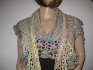 Auffälliges Schaltuch in Sichelform aus weicher Baumwolle, Stola, Schal, gehäkelt  - Handarbeit kaufen