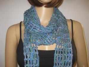 Schmuckschal, Schal aus seidig glänzender handgefärbter Wolle, auf viele Arten tragbar - Handarbeit kaufen