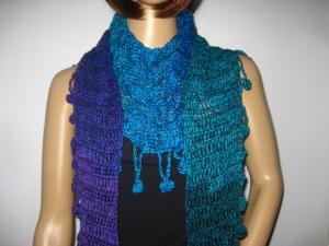 Schaltuch mit tollem Farbverlauf und Bommelkante, Schal, gehäkelt - Handarbeit kaufen