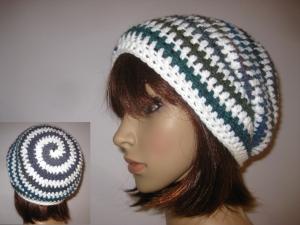 Mütze im Spiral-Design mit Farbverlauf, Beanie im Boshi Style, Häkelmütze - Handarbeit kaufen