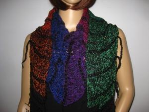 Schaltuch mit Fransen und tollem Farbverlauf, aus weicher Baumwolle gehäkelt, Stola, Schal - Handarbeit kaufen