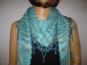 Dreieckstuch, Schaltuch mit Perlenkante, aus handgefärbter Wolle mit Bambus, gestrickt und gehäkelt, Schal, Stola