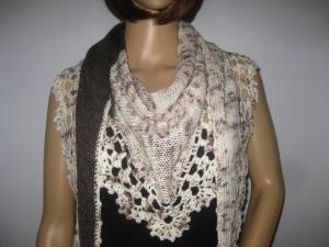 Dreieckstuch, Schaltuch mit Musterkante, aus handgefärbter Wolle mit Bambus, gestrickt und gehäkelt, Schal, Stola