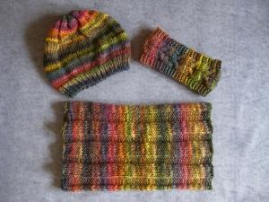 Set: Schlauchschal, Mütze und Stirnband, gestrickt aus weicher Wolle
