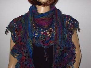 Auffälliges Schaltuch in Sichelform aus weicher Wolle, Stola, Schal, gehäkelt - Handarbeit kaufen