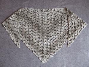 Großes Dreieckstuch in hellen Grautönen und Glanzeffekten, Stola, Poncho, gehäkelt - Handarbeit kaufen