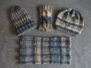 Set: Schlauchschal, 2 Mützen und Stirnband, handgestrickt aus weicher Wolle - Handarbeit kaufen