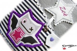 U-Hefthülle Stern Fledermaus 3 in 1 U-Heft Hülle lila gestickt Mädchen Junge U Heft - Handarbeit kaufen