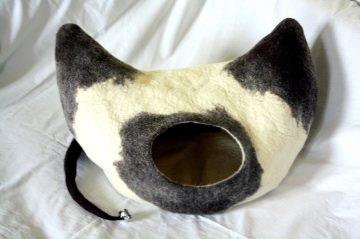 kuschelige gefilzte Katzenhöhle mit Glöckchen, Siamkatze