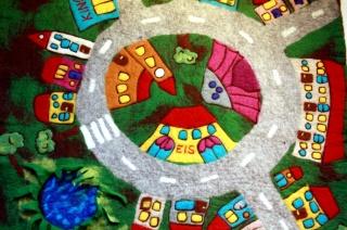 hangefilzter Spielteppich, Teppich Stadt mit Kreisverkehr - Handarbeit kaufen