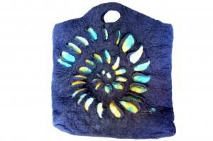 Handgefilzte Tasche mit Schneckenmuster - Handarbeit kaufen