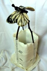 handgefilzter Lampenschirm, Filzlampe mit Schmetterling - Handarbeit kaufen