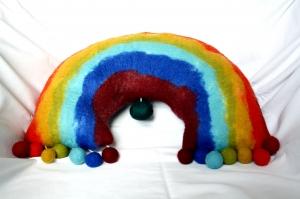 handgefilzte Spieluhr, Kissen Regenbogen - Handarbeit kaufen