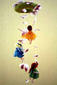 handgefilztes Mobile mit Blüten und Feen - Handarbeit kaufen