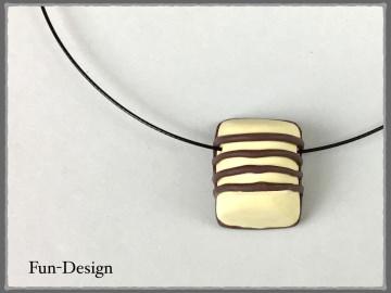 Halsschmuck mit weisser Praline - ein handgeformtes Unikat aus Fimo