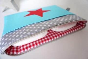 Windeltasche mit Zusatzfach und Stern, Türkis, Grau, Rot
