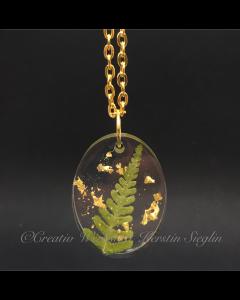 Lange Kette aus  Resin mit  echtem Farnblatt und Blattgold