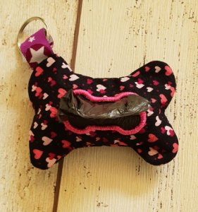 Hundekotbeutel Täschen in Knochenform, schwarze Webware mit Rosa/pinken Herzchen