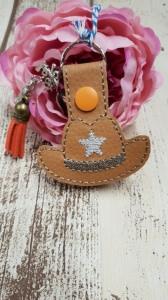 Schlüsselanhänger aus Kunstleder Cowboyhut mit zusätzlichen Charms Anhänger