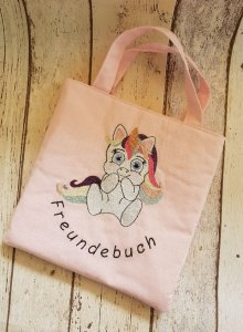 Selbst genähte Freundebuchtasche für kleine Einhornfans mit Glitzereinhorn