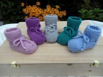 Handestrickte Babyschühchen, Größe: 3-6 Mon.  aus 100 % Wolle (Merino). Auch toll als Geschenk zur Geburt und zur Taufe. Farbe zum auswählen -  1176