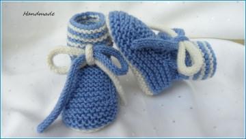 Handgestrickte Babyschuhe, Größe: 3-6 Mon. Farbe: blau/weiß aus 100 % Wolle (Merino) gestrickt. Auch toll als Geschenk zur Geburt und zur Taufe -  1309