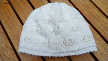 Babymütze, Taufmütze, handgestrickt aus Baumwolle in weiß - Handarbeit kaufen