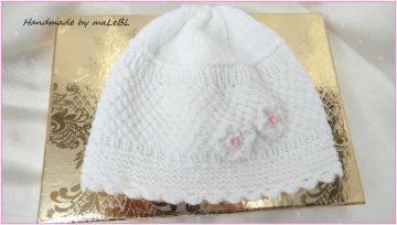 Gestrickte Babymütze, Größe: 3-6 Mon., weiß, aus Baumwolle, handgestrickt. Schön als Taufmütze oder als Geschenk zur Geburt  - 13451
