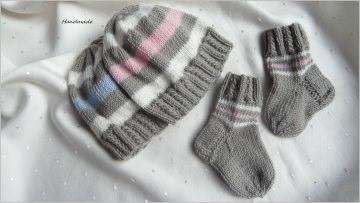 Frühchen - Set, Mütze mit Söckchen, handgestrickt aus 100 % Wolle (Merino), Steingrau/weiß/blau/rosa kaufen - 1134