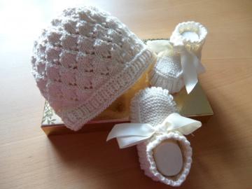 Gestricktes Baby-Set, Taufmütze, Taufschuhe, Farbe: cremé, aus  100 % Baumwolle, Größe 0-3 Mon.,   - 1124