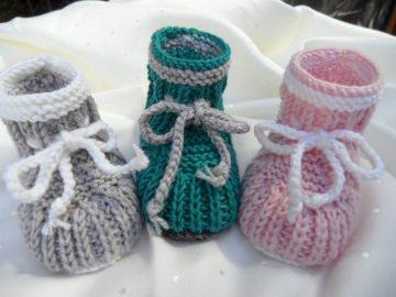 Neugeborenenschuhe, Babyschuhe handgestrickt aus Wolle (Merino) - Handarbeit kaufen