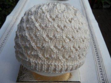 Handgestrickte Taufmütze, Babymütze in beige aus 100 % Baumwolle  - Handarbeit kaufen