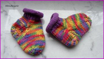 Gestrickte Babysocken, Babystrümpfe für Neugeborene, erste Babysöckchen bunt aus 100 % Wolle (Merino) handgestrickt. Auch toll als Geschenk zur Geburt - 1298