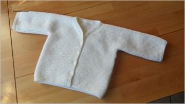 Taufjacke, handgestrickt aus Wolle (Merino) in wollweiß - Handarbeit kaufen