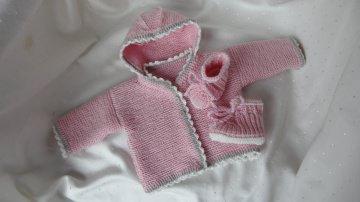 Strickjacke, Babyschuhe für Frühchen aus Wolle (Merino) in rosa - Handarbeit kaufen