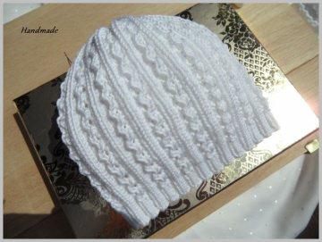 Handgestrickte Babymütze, Taufmütze in weiß, aus 100 % Baumwolle - Handarbeit kaufen
