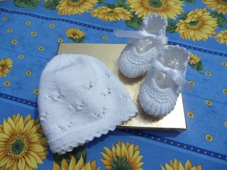 Babyset, Taufset bestehend aus  Taufmütze und Taufschuhen.Toll für die Taufe aus  100 % Baumwolle handgestrickt   - 1143