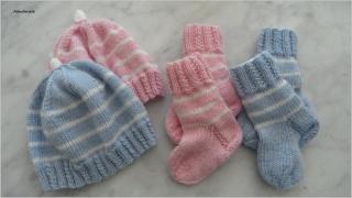 Zwei gestrickte Neugeborenen-Sets, in blau/rosa/weiß gestreift aus 100 % Wolle (Merino). Auch schön als Geschenk zur Geburt oder Taufe -  1233