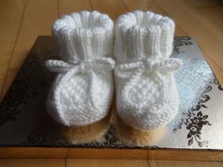 Gestrickte Babyschuhe, Größe 0-4 Mon., handgestrickt in weiß